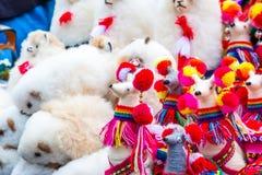 Λευκός λάμα παιχνιδιών στο κατάστημα οδών στο Περού στοκ φωτογραφία με δικαίωμα ελεύθερης χρήσης
