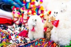 Λευκός λάμα παιχνιδιών στο κατάστημα οδών στο Περού στοκ εικόνες με δικαίωμα ελεύθερης χρήσης
