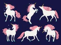 Λευκός μονόκερος με το ρόδινο Μάιν Όμορφο άλογο μονοκέρων κινούμενων σχεδίων με το ροδαλό Μάιν για τη διανυσματική απεικόνιση σχε διανυσματική απεικόνιση