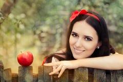 Λευκός σαν το χιόνι με το κόκκινο πορτρέτο παραμυθιού της Apple Στοκ εικόνα με δικαίωμα ελεύθερης χρήσης