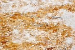Λευκός χρωματισμένος προσανατολισμένος πίνακας OSB, ξύλινο υπόβαθρο σκελών στοκ εικόνες