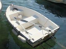 Λευκό λίγη βάρκα Στοκ Εικόνες