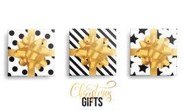 λευκό απομόνωσης δώρων Χριστουγέννων Ρεαλιστικές συσκευασίες δώρων με τα χρυσά τόξα και τα καθιερώνοντα τη μόδα χειμερινά σχέδια Στοκ φωτογραφία με δικαίωμα ελεύθερης χρήσης