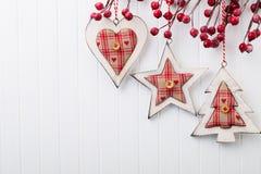 λευκό απομόνωσης ντεκόρ Χριστουγέννων χαιρετισμός Χριστουγέννων καρτών Χριστούγεννα συμβόλων Στοκ φωτογραφία με δικαίωμα ελεύθερης χρήσης
