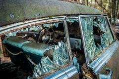 Λευκό, αποσυντιθειμένος αυτοκίνητο της Γεωργίας ΗΠΑ 3/28/2018 στοκ εικόνες