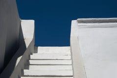λευκό βημάτων μπλε ουραν&o Στοκ φωτογραφίες με δικαίωμα ελεύθερης χρήσης