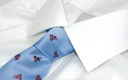 λευκό δεσμών πουκάμισων Στοκ Φωτογραφίες