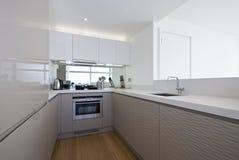 λευκό κουζινών σχεδιασ Στοκ φωτογραφία με δικαίωμα ελεύθερης χρήσης