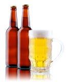 λευκό κουπών μπουκαλιών μπύρας ανασκόπησης Στοκ εικόνες με δικαίωμα ελεύθερης χρήσης
