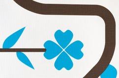 Λευκό με το μπλε υπόβαθρο ταπετσαριών σχεδίων φαντασίας λουλουδιών Στοκ Εικόνες