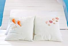 λευκό οστρακόδερμων μαξιλαριών σπορείων Στοκ Φωτογραφίες