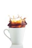 λευκό παφλασμών φλυτζανιών καφέ Στοκ φωτογραφίες με δικαίωμα ελεύθερης χρήσης