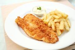 λευκό πιάτων ψαριών τσιπ Στοκ Φωτογραφία