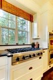 λευκό σομπών πολυτέλειας κουζινών μαγειρέματος Στοκ φωτογραφίες με δικαίωμα ελεύθερης χρήσης