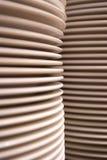 λευκό στοιβών πιάτων Στοκ εικόνες με δικαίωμα ελεύθερης χρήσης