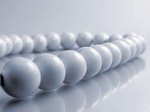 λευκό σφαιρών αλυσίδων Στοκ Εικόνα