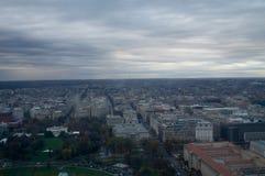 λευκό της Ουάσιγκτον σπιτιών γ δ Γ από επάνω στο μνημείο της Ουάσιγκτον στοκ φωτογραφία με δικαίωμα ελεύθερης χρήσης