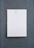 λευκό τοίχων εγγράφου συνοδευτικών σημειώσεων Στοκ φωτογραφία με δικαίωμα ελεύθερης χρήσης