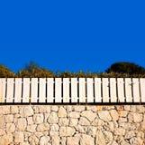 λευκό τοίχων πετρών φραγών Στοκ φωτογραφία με δικαίωμα ελεύθερης χρήσης
