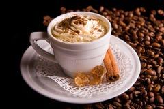 λευκό φλυτζανιών καφέ ανασκόπησης Στοκ φωτογραφία με δικαίωμα ελεύθερης χρήσης