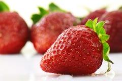 λευκό φραουλών ανασκόπη&sig Στοκ Εικόνες
