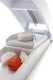 λευκό χαπιών κοπτών Στοκ εικόνα με δικαίωμα ελεύθερης χρήσης