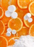 λευκό χαπιών πορτοκαλιών Στοκ Εικόνες