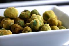 λευκό wasabi πιάτων μπιζελιών Στοκ φωτογραφία με δικαίωμα ελεύθερης χρήσης