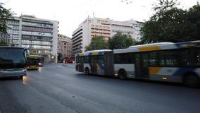 Λεωφορεία ξημερωμάτων και taxis, πλατεία Συντάγματος, Αθήνα, Ελλάδα φιλμ μικρού μήκους
