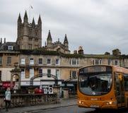Λεωφορείο και καθεδρικός ναός στοκ φωτογραφίες