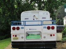 Λεωφορείο πλατφορμών φεστιβάλ γιγάντων της Νέας Υόρκης της Νέας Υόρκης με για το σημάδι πώλησης στο Βορρά Brunswick, NJ, ΗΠΑ Ð « Στοκ Φωτογραφίες