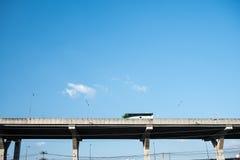 Λεωφορείο σε έναν τρόπο φόρου Στοκ Εικόνες