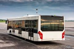 Λεωφορείο στην ποδιά αερολιμένων Στοκ Εικόνα