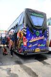 Λεωφορείο ταξιδιού με όμορφο οδηγών που χρωματίζεται Στοκ φωτογραφία με δικαίωμα ελεύθερης χρήσης