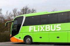 Λεωφορείο Flixbus σε έναν σταθμό στοκ φωτογραφίες με δικαίωμα ελεύθερης χρήσης