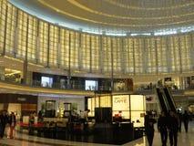 Λεωφόρος μόδας στη λεωφόρο του Ντουμπάι στο Ντουμπάι, Ε.Α.Ε. Στοκ εικόνα με δικαίωμα ελεύθερης χρήσης
