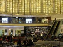 Λεωφόρος μόδας στη λεωφόρο του Ντουμπάι στο Ντουμπάι, Ε.Α.Ε. Στοκ φωτογραφία με δικαίωμα ελεύθερης χρήσης