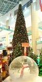 Λεωφόρος του Αμπού Ντάμπι χριστουγεννιάτικων δέντρων χειμερινών χωριών Santa Στοκ φωτογραφίες με δικαίωμα ελεύθερης χρήσης