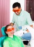 Λεύκανση δοντιών λέιζερ στοκ φωτογραφία με δικαίωμα ελεύθερης χρήσης