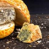 Ληγμένο γρήγορο φαγητό Κουλούρι για Burger και το χαλασμένο τυρί Επιβλαβής DA Στοκ εικόνες με δικαίωμα ελεύθερης χρήσης