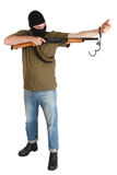 Ληστής σπασιμάτων φυλακών στη μαύρη μάσκα με το κυνηγετικό όπλο που αφαιρεί τις χειροπέδες Στοκ εικόνες με δικαίωμα ελεύθερης χρήσης