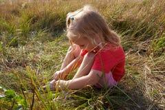 λιβάδι κοριτσιών Στοκ εικόνα με δικαίωμα ελεύθερης χρήσης