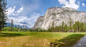 Λιβάδια στην κοιλάδα Yosemite Στοκ Φωτογραφία