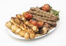 Λιβανέζικο μικτό πιάτο σχαρών που απομονώνεται στο λευκό Στοκ εικόνες με δικαίωμα ελεύθερης χρήσης