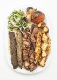 Λιβανέζικο μικτό πιάτο σχαρών που απομονώνεται στο λευκό Στοκ Φωτογραφίες