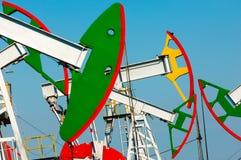 Λικνίζοντας πετρέλαιο ημέρας Καζακστάν αντλίες πετρελαίου μήνα Ιουνίου δυτικές Βιομηχανία πετρελαίου equipment 33c ural χειμώνας  Στοκ φωτογραφίες με δικαίωμα ελεύθερης χρήσης