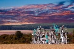 Λικνίζοντας πετρέλαιο ημέρας Καζακστάν αντλίες πετρελαίου μήνα Ιουνίου δυτικές Βιομηχανία πετρελαίου equipment 33c ural χειμώνας  Στοκ φωτογραφία με δικαίωμα ελεύθερης χρήσης