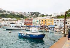 Λιμάνια Capri στον κόλπο της Νάπολης Ιταλία στοκ εικόνα