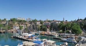 Λιμάνι για τους τουρίστες και τα πλέοντας σκάφη σε Antalyas Oldtown Kaleici, Τουρκία Στοκ εικόνα με δικαίωμα ελεύθερης χρήσης
