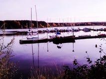 Λιμάνι γιοτ κατά τη διάρκεια του ηλιοβασιλέματος στοκ εικόνα με δικαίωμα ελεύθερης χρήσης